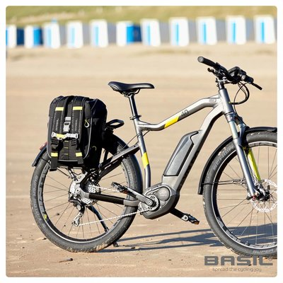 Basil Miles - bicycle bag - 17L - black