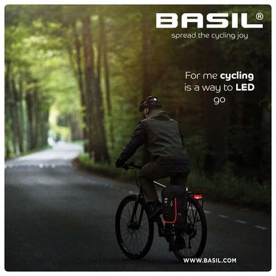Basil Miles Nordlicht - Fahrradrucksack mit LED-Streifen - 17 Liter - schwarz