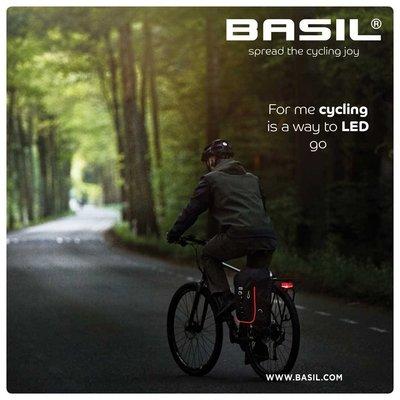 Basil Miles Nordlicht - fietsrugzak met LED-strip - 17 liter - zwart