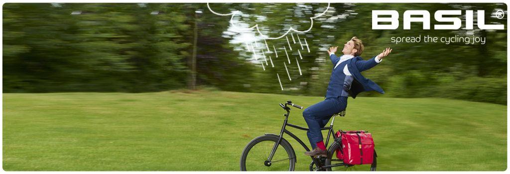 100% wasserdicht und auch noch wirklich schön: die Fahrradtaschen von Basil