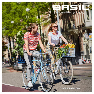 Basil Crate M - bicycle crate -  33 liter - silver cloud