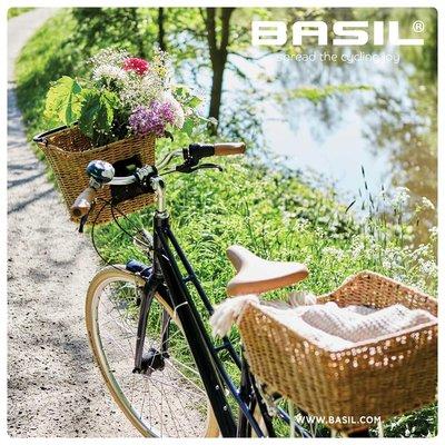 Basil Bremen Rattan Look FM – fietsmand – voorop - bruin