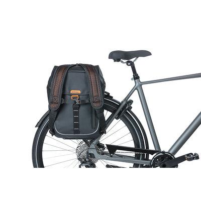 Basil Miles Tarpaulin - bicycle daypack Nordlicht - 17 liter - black/orange