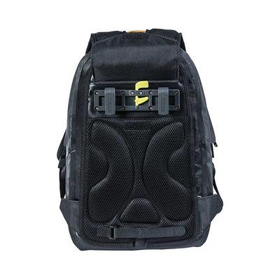 Basil Urban Dry - bicycle backpack - 18 liter - black