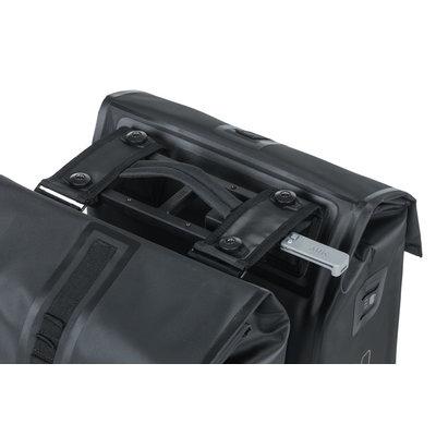 Basil Urban Dry – dubbele fietstas MIK – 50 liter - zwart