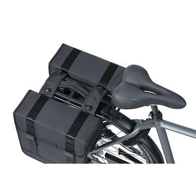 Basil Tour Waterproof - dubbele fietstas MIK - 28 liter - zwart