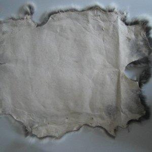 Konijnenvacht 45 x 32cm lichtgrijs