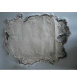 Konijnenvacht 40 x 30cm wit met vlekjes