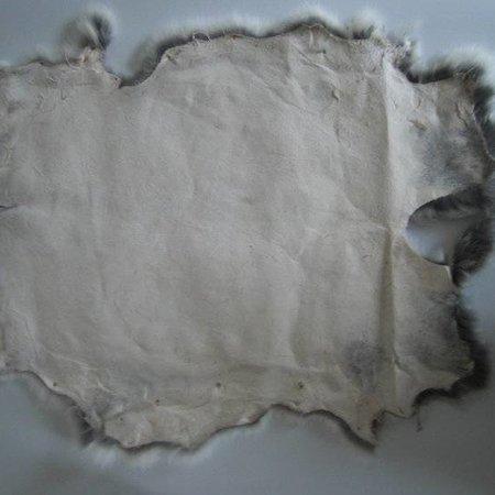 Konijnenvacht 60 x 35cm wit met vlekjes