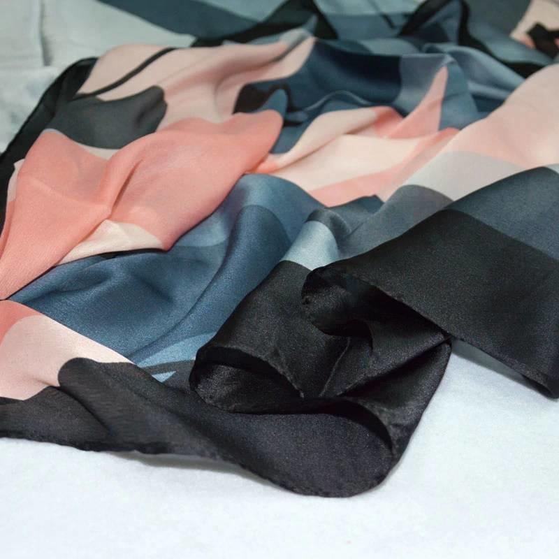 Grote Luxe Dames Sjaal Faux Zijden Grijs met Roze Print