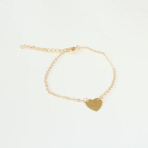 Janshop Simpele goudkleurige enkelbandje met hart bedel