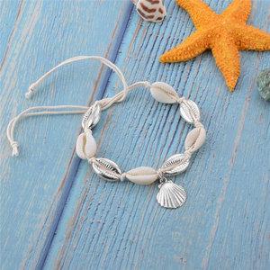 Janshop Enkelbandje natuurlijke zee schelpjes met zilveren schelpen bedels