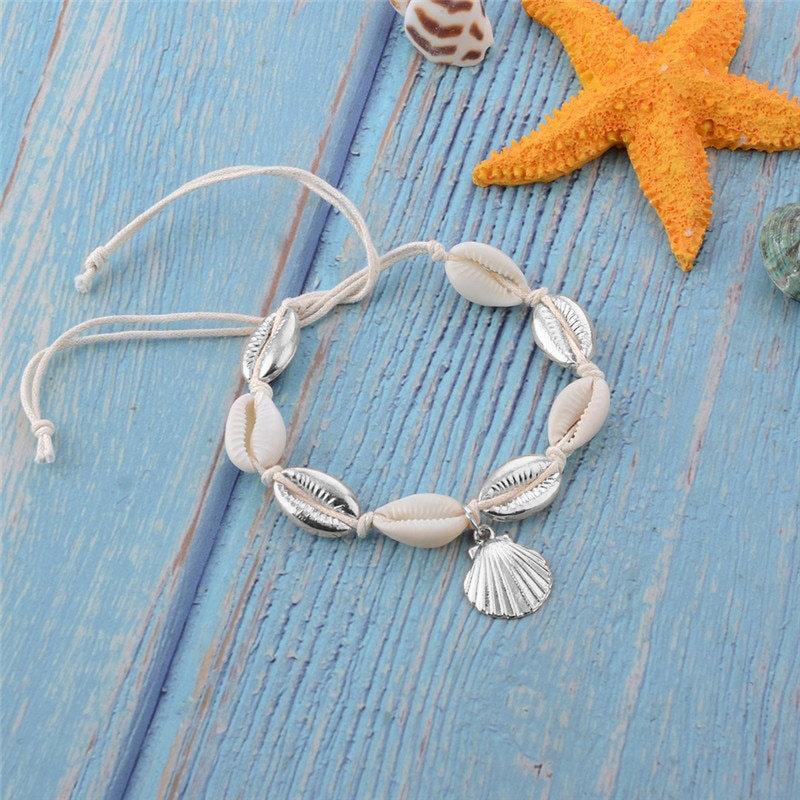 Enkelbandje natuurlijke zee schelpjes met zilveren schelpen bedels