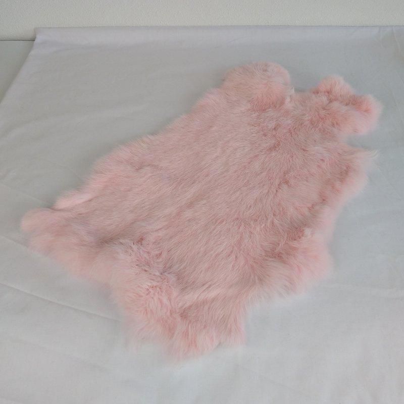 Konijnenvacht 45 x 32cm licht roze geverfd