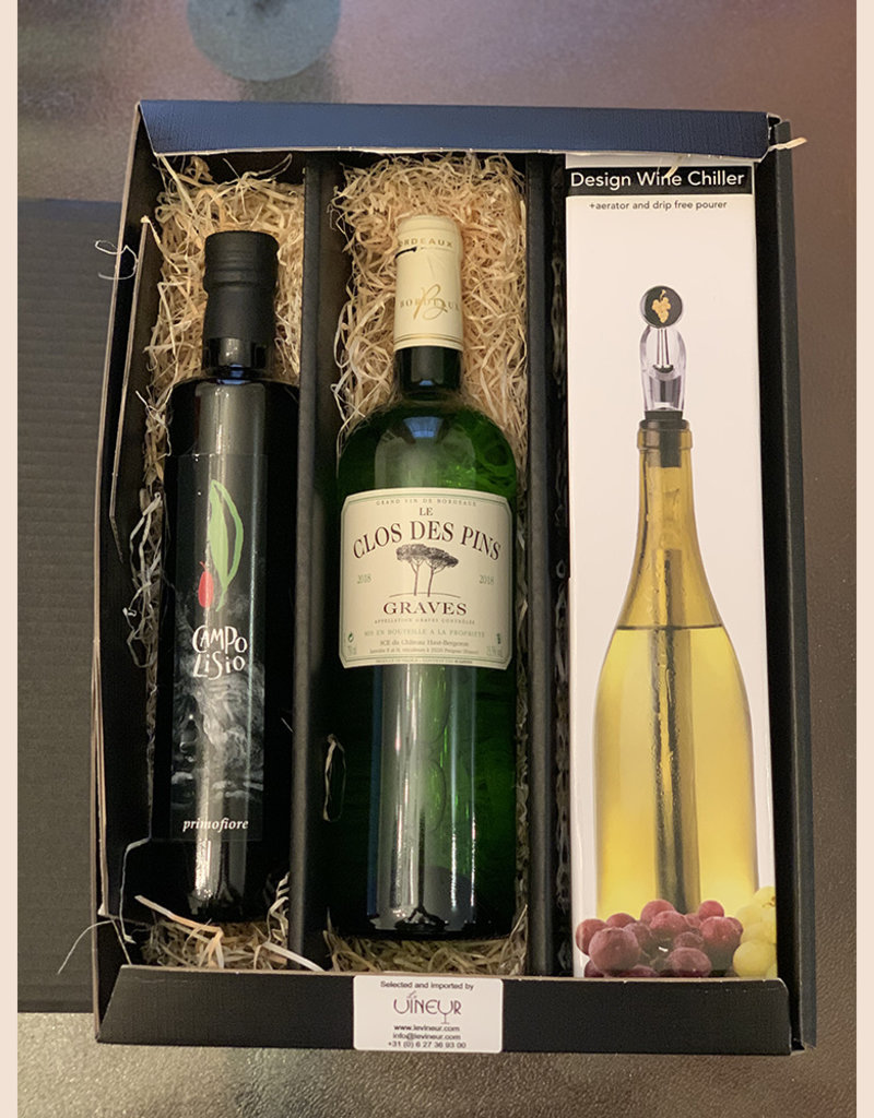 Gift set met Campo Lisio olijfolie, Clos des Pins Graves Blanc en Winechill