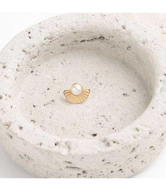 Souvenirs de Pomme Oorring Emy studs pearl