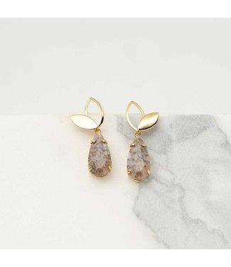 Souvenirs de Pomme Oorringen Iris nude marmer gold
