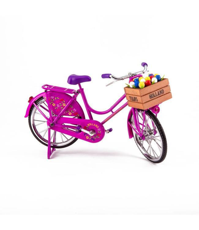 fiets roze met tulpen