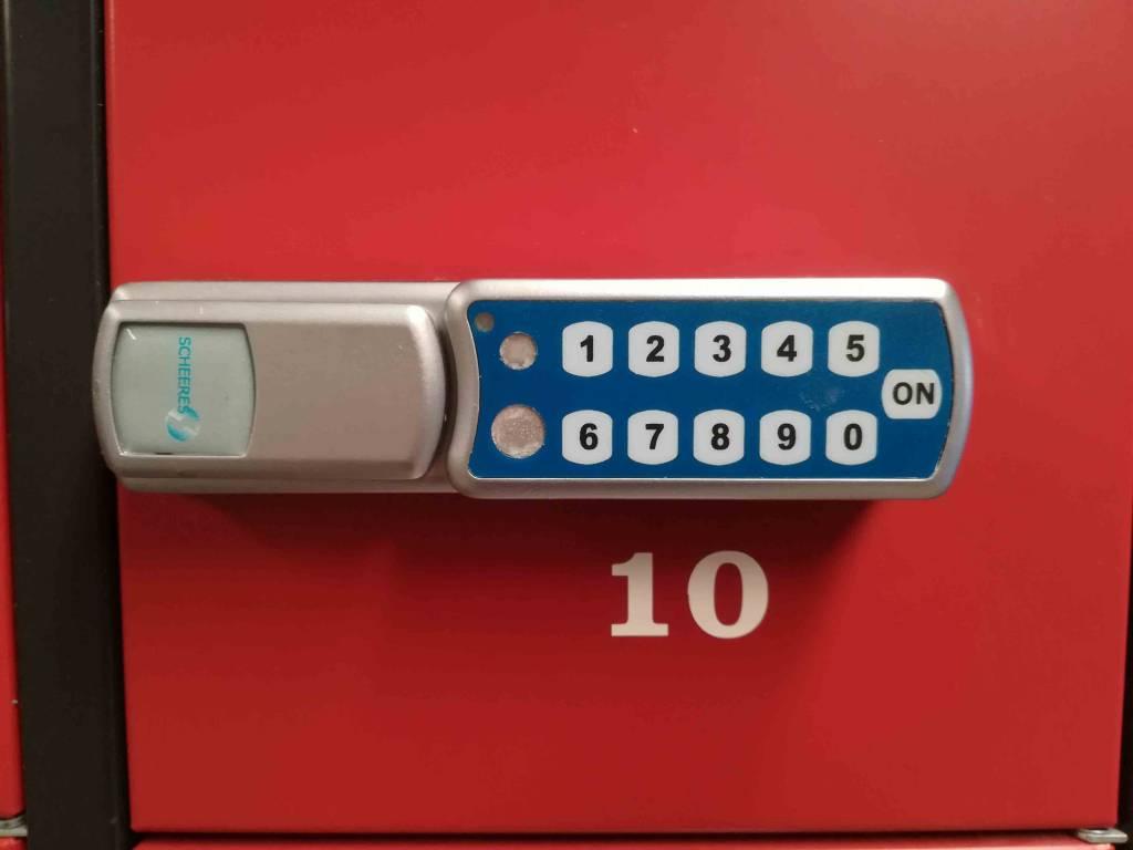 Lockerkast 16 vaks met stroomvoorziening voor telefoons