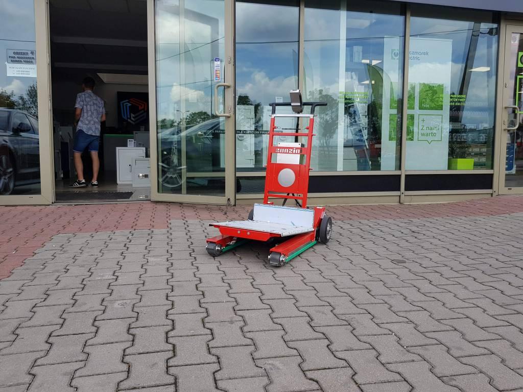 Elektronisch traploper Domino voor het vervoeren van kluizen