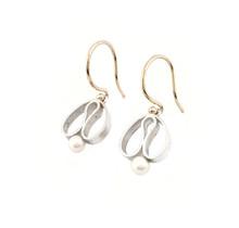 """Handgemaakte oorhangers type """"tulpjes' zilver, goud en zoetwaterparel"""