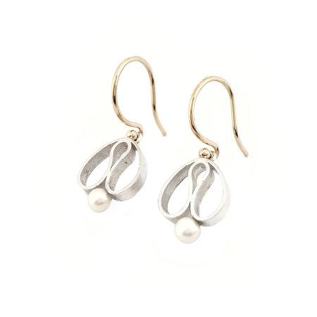 """vanNienke Handgemaakte oorhangers type """"tulpjes' zilver, goud en zoetwaterparel"""