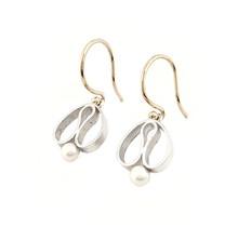 Handgemaakte  oorhangers type 'tulpjes' met gouden oorhaken en zoetwaterarel