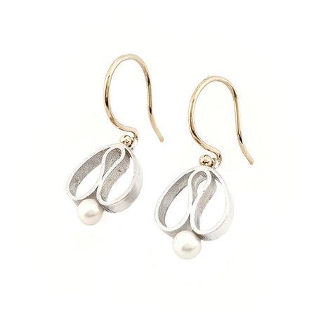 vanNienke Handgemaakte  oorhangers type 'tulpjes' met gouden oorhaken en zoetwaterarel