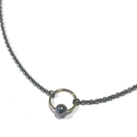 vanNienke Zwart zilveren oogjes collier met zilveren bolletje 125, 41cm