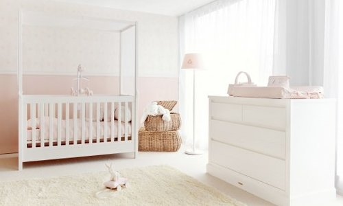 Bed + changing table