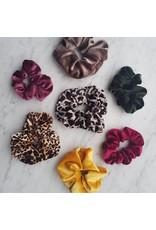 Velvet scrunchie - Grey leopard
