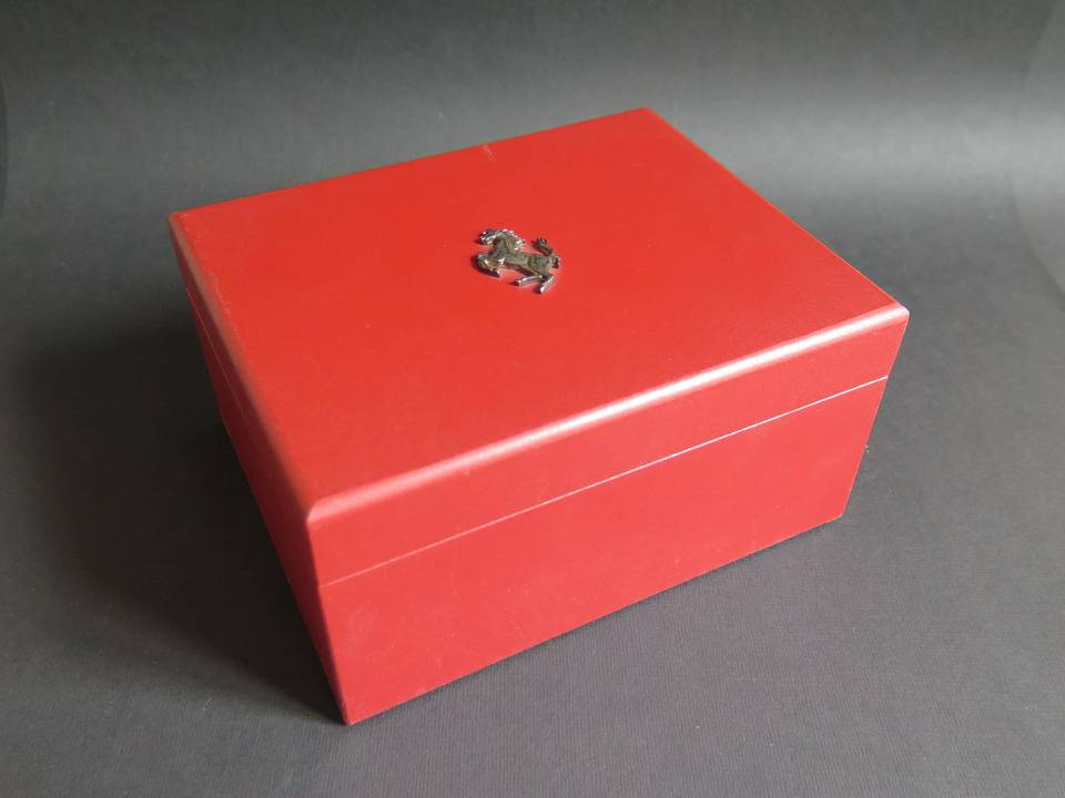 Girard Perregaux Girard Perregaux Box Ferrari