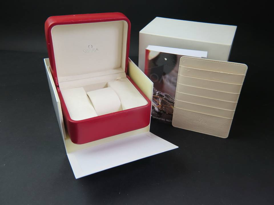 Omega Omega Box and Cardholder