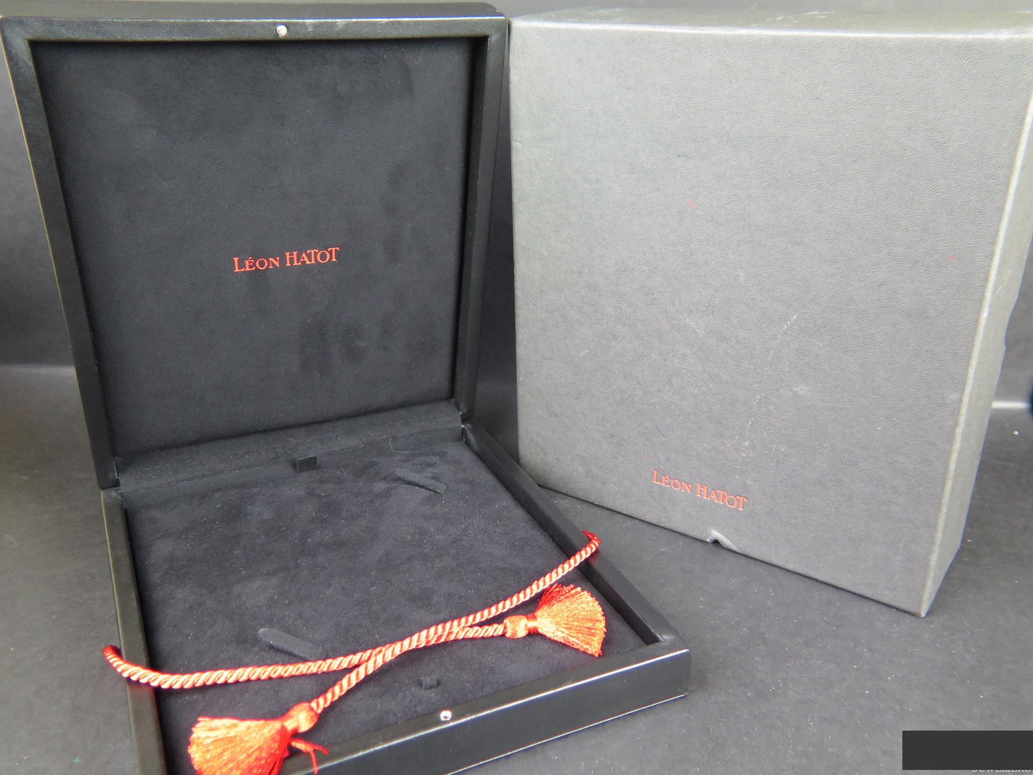 Leon Hatot Leon Hatot Box