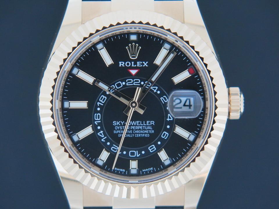 Rolex  Rolex Sky-Dweller Yellow Gold Rubber Strap 326238