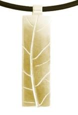 Elongated leaf front, fingerprint back