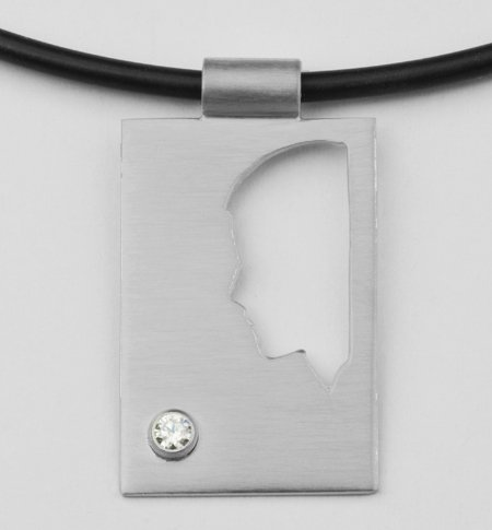 Rectangular pendant, plate, half profile with zirconia 2,6 mm.