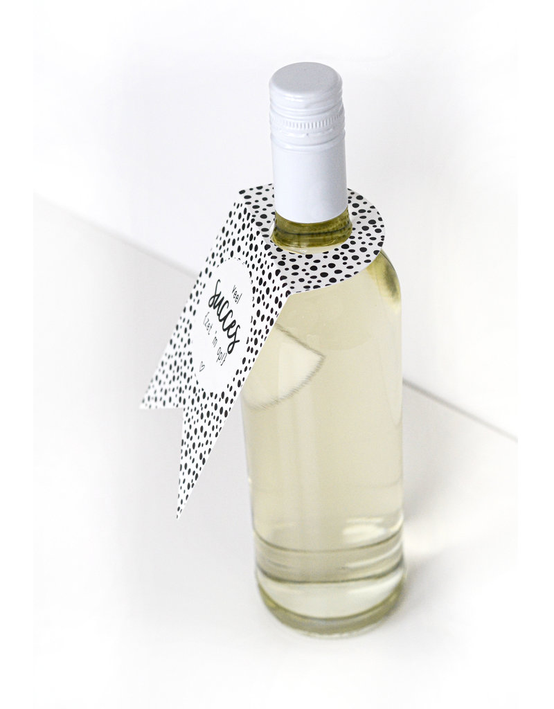 Zoedt Fleshanger met tekst Wijn is altijd een goed idee