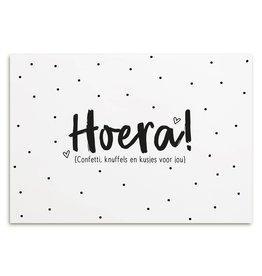 Zoedt Kaart met tekst 'Hoera confetti, knuffels en kusjes voor jou'