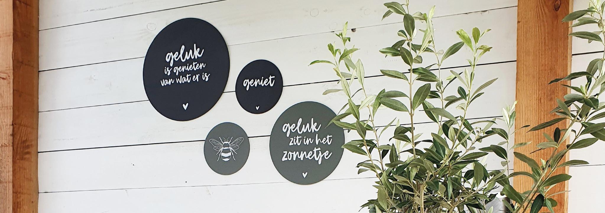 muurcikels voor buiten, tuinposters en buitenkussens