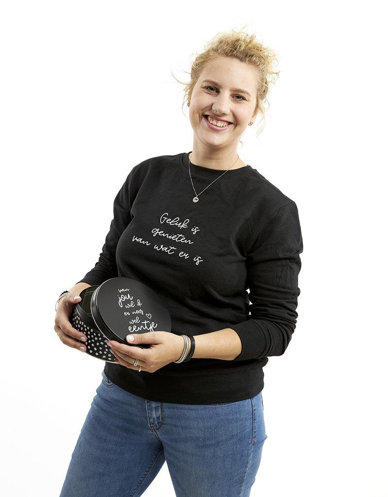 Zoedt Zwarte sweater met tekst 'Geluk is genieten van wat er is'