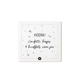 Zoedt Cadeaukaartje vierkant met tekst Hoera! confetti, kusjes en knuffels voor  jou