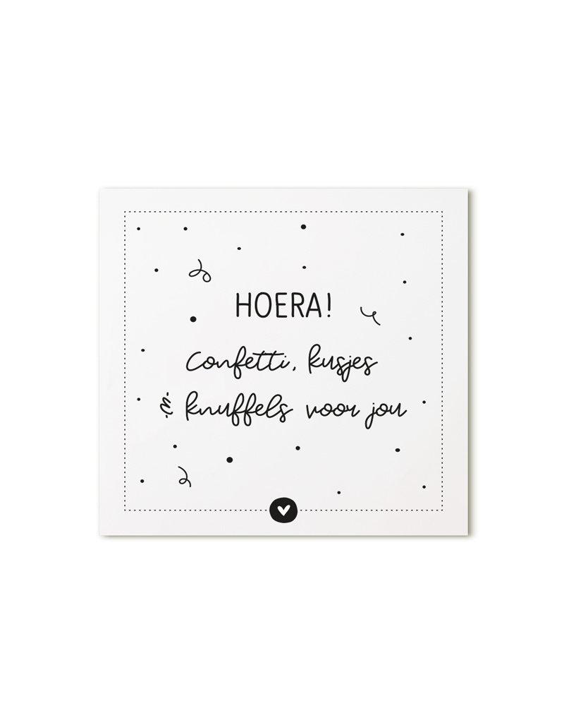 Zoedt Minikaartje met tekst Hoera! confetti, kusjes en knuffels voor  jou