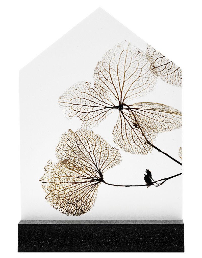 Zoedt Huisje met gedroogde bladeren