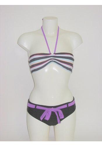 bikini noir avec des rayures colorées