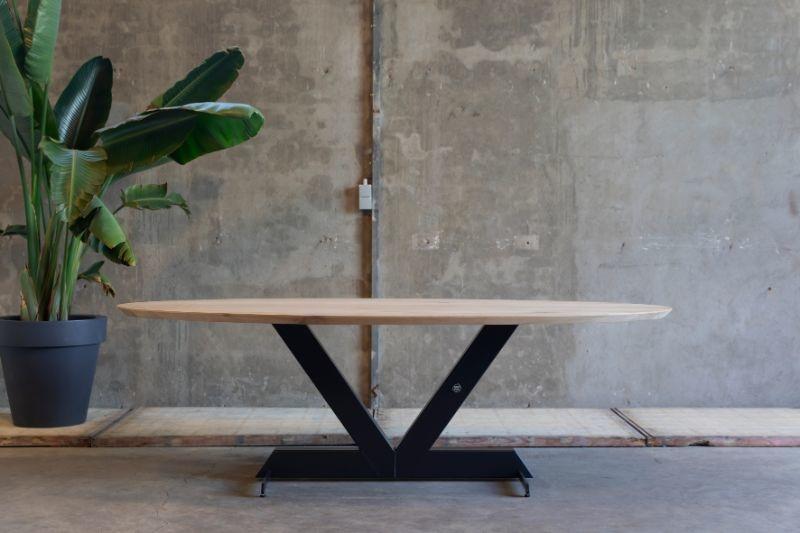Ovale tafel 'Valk'