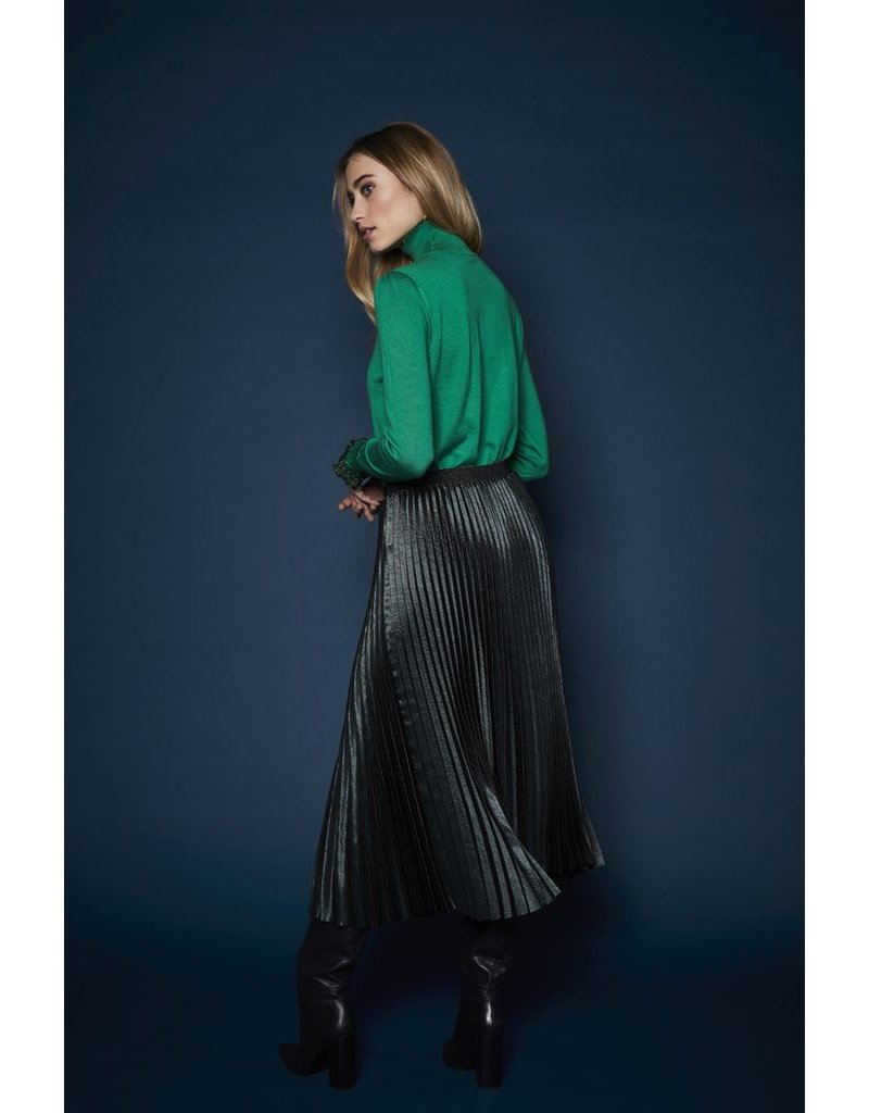 10 Feet Fancy Plisse skirt with Pinstripe