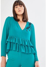 Exquise Long Sleeved V-Neck Top