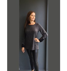 Peruzzi Long Sleeved Grey Knit Top