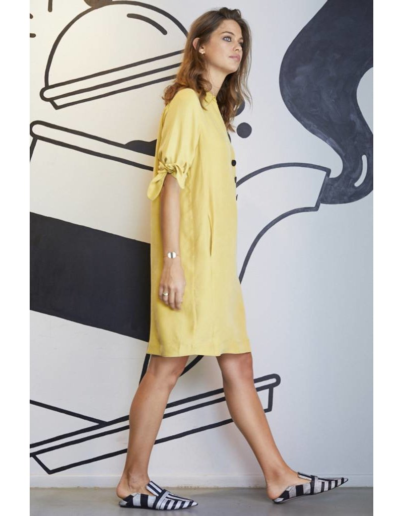 10 Feet Dress with small collar half placket & knotted cuff detail